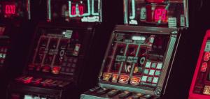 OminaisuusKuva 3ParastaKeskustelupalstaaKolikkopeleistä SlotsForum 300x142 - OminaisuusKuva-3ParastaKeskustelupalstaaKolikkopeleistä-SlotsForum